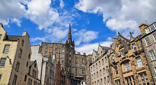 Explore Edinburgh's Cobbled Streets